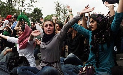 Women_protest_iran_election